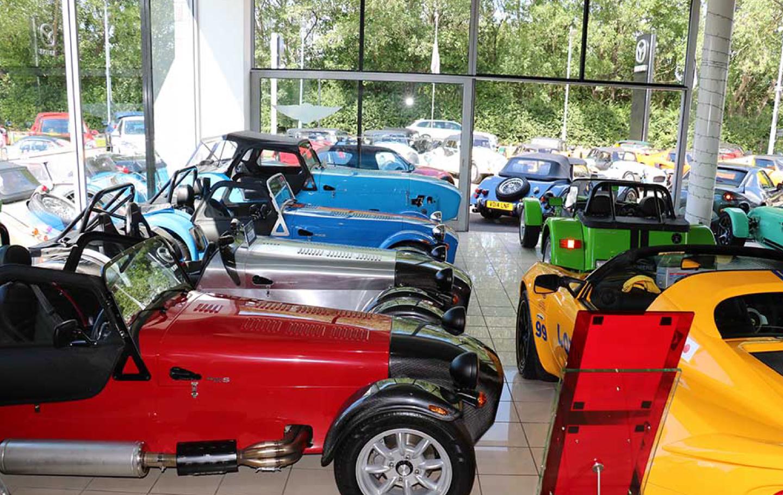 英国車輸入の様子