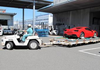 車両を税関へ