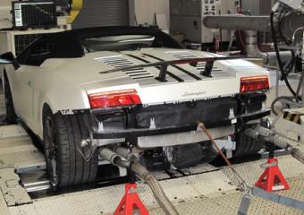 スーパーカーの排ガス試験
